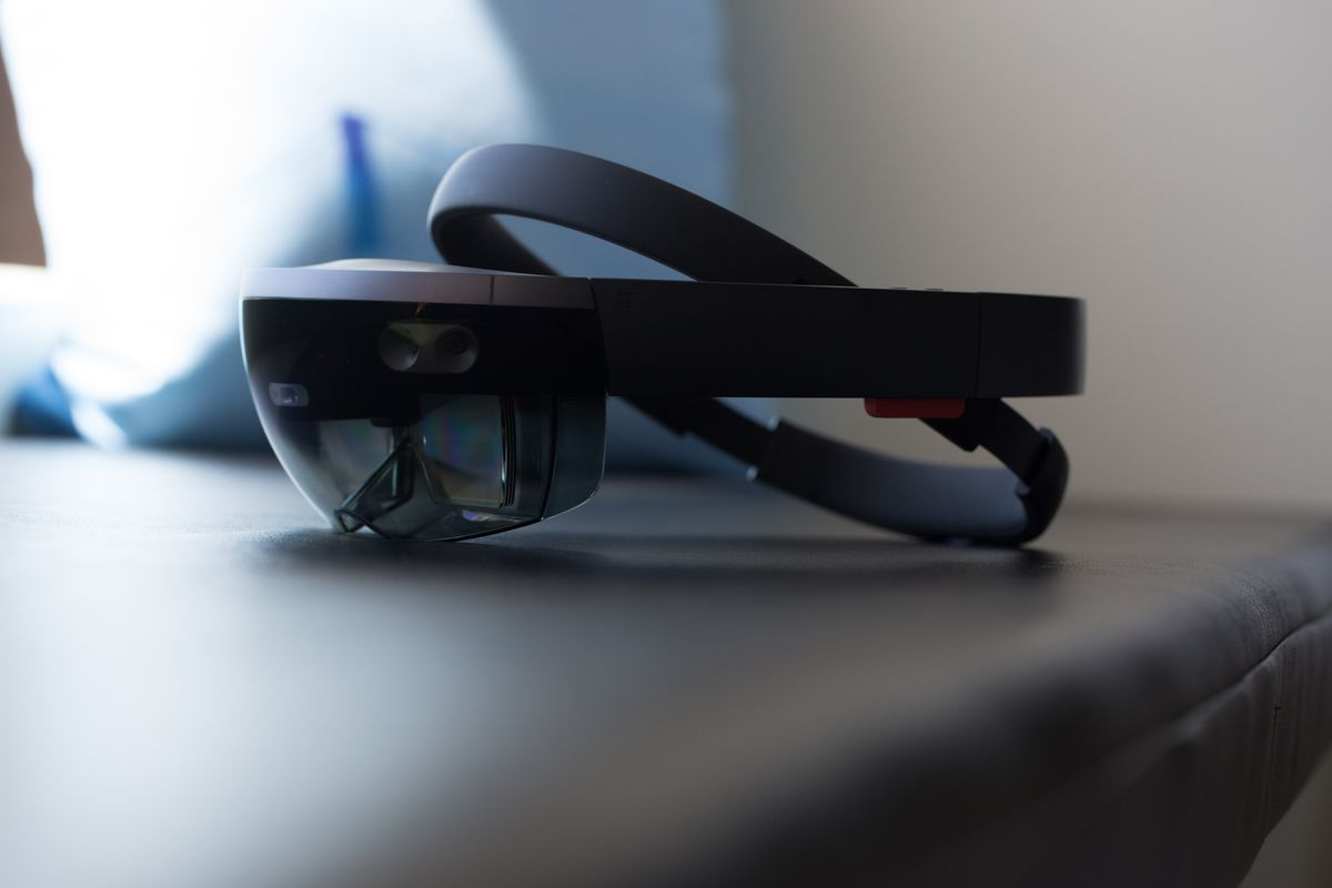 HoloLens 2. What even is it?
